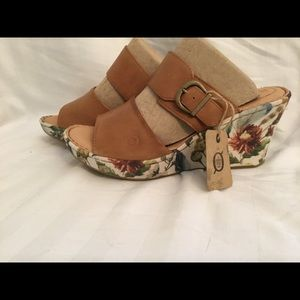 BORN FLORAL/LEATHER WEDGES